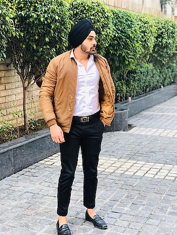 #turbanlover #sikhiworldwide  #followme  #lifestyleblogger  #photography  #photoshootdiaries  #somethingdifferent  #fashion  #fashionbloggerindia  #delhiblogger  #indianblogger  #love   #personalstyle  #menswearfashion  #roposostar  #amityuniversity #singhversatile  #ammyvirkfansclub  #diljitdosanjh  #ranjitbawa