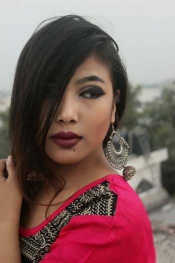 I don't deny my tiny monolid eyes , but my Smokey eye makeup definitely give me a complete different look  Thanks to @maybellineindia for the nude pallette eye shadow  even it helps me contour my cheekbones and there I go flaunting it 😍