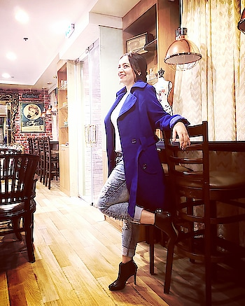 When you are happy and you know it. Love styling myself with 🧥. #fashion_look #winterwear #styling #be-fashinable #ropo-style #ropo-beauty #boots #fashion-blogger