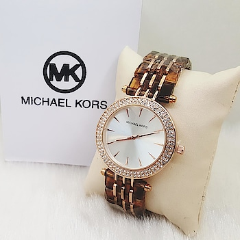 😍 *LADIES METAL.. ALL NEW MODELS.. IN STOCK* 😍 *_MICHAEL KORS_* 🌟 *NEW PRICE* 🌟 ✅ *Only 1350* ✅ Free home delivery *_TCO🔥_*  BOOK FAST.. *LIMITED STOCK*  Lowest price amongst All  Follow @the_comfortable_outfit @the_comfortable_outfit @the_comfortable_outfit 🆑🆑🆑 WhatsApp :- 9850506082  7972694522  #fashion #watches #luxury #rolex #style #watchporn #love #watchesofinstagram #watchoftheday #instagood #hublot #cartier #dailywatch #wristporn #instawatch #timepiece #wristwatch #follow #horology #mensfashion #shoes #gold #jewelry #jamtangan