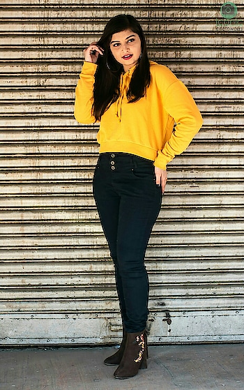 What do you think guys think about this look?? Let me know in comments.. please 🤗💛😙 Yellow Crop Hoodie from @hm  Black Jeans @fbbonline  Brown embroidered suede boots by Boots Hub from @fbbonline 📷👉 @mr.khatri_._ @iconicphotoworks . . . . . . . . . . . #TanyaAnand #BeingClassyWithTanya #PlixxoBlogger #BloggersSocial #TheBNBMag #TheMadInfluence #PopXo #DelhiMag #DelhiInfluencer #DelhiBlogger #DelhiFashionBlogger #IndianInfluencer #IndianFashionInfluencer #winterfashion #YellowAndBlack #WinterStyle #stylediaries #YellowHoodie #HMxME #hnmindia #hnm #CropHoodie #bloggergirl #WinterStyleDiaries #outfitinspo #collegeoutfit #collegeoutfitideas #streetstyledelhi #roposoblogger