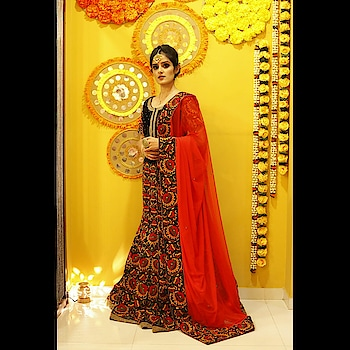 Stunner @tavneet_walia wore this at RAA Wedding Show & we can't stop drooling over this rich navy blue velvet lehenga with intricate thread work 🌷  Love this look? Head over to our stores in Pune, Delhi and Dehradun to check out more. Logon to www.rentanattire.com  #bridal #bridalwear #lehenga #bridaljewellery #bridetobe2019 #indianwedding #indianfashion #royal #fashion #weddingfashion #weddingbells #raa #weddingshow #weddingwear #rental #fashiononrent #whybuywhenyoucanrent #urbanbrides #pune #delhi #dehradun