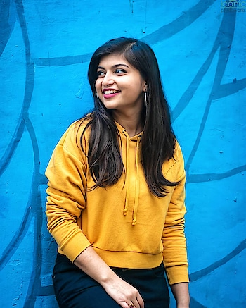 🤗💛😙 Yellow Crop Hoodie from @hm 📷👉 @mr.khatri_._ @iconicphotoworks . . . . . . . . . . #TanyaAnand #BeingClassyWithTanya #PlixxoBlogger #BloggersSocial #TheBNBMag #TheMadInfluence #PopXo #DelhiMag #DelhiInfluencer #DelhiBlogger #DelhiFashionBlogger #IndianInfluencer #IndianFashionInfluencer #winterfashion #WinterStyle #stylediaries #YellowHoodie #HMxME #hnmindia #hnm #CropHoodie  #WinterStyleDiaries #outfitinspo #collegeoutfit #snapseededit #collegeoutfitideas #streetstyledelhi
