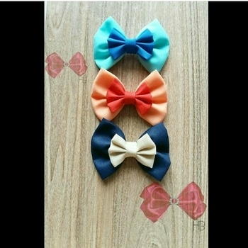 #fabricbows #handmadewithlove #haircandy #handmade #smallbusinesslove#craftscurate #etsy #menaccessories #menbowties #craftsposure#handmadeindia #bow #bows #bowaddict #bowties #bowtie #bowlove #craftersofinstagram #glitter #sparkle #hairpretties #brooch #roposotalenthunt #roposotalks