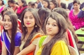Saree❤ #orange #orangesaree #jhumkas #pinklipstick #eyebrowsonfleek #nailpaint #blackbindilove #contour #dimple #straighthair #blackheels #bangles #girls #indianwear #ethnic #golden #slingbag #streaks #wingedliner #lakmekajal #happyhue #instagramer #soroposo #chic #itgirl  #ethnicwear