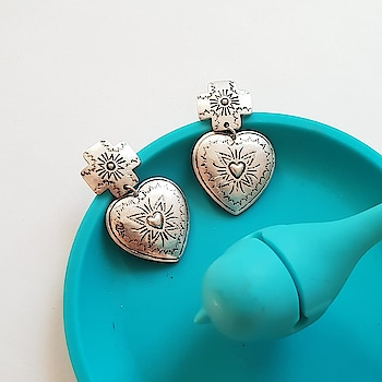 Cross my heart and Hope to Buy! ♥ 🛒 http://bit.ly/2u9N2FX . . . . . #theredbox #crazysexycool #heart #cross #crossmyheart #earrings #heartbeat #hope #hopes #buyer #earringstagram #instagramtags #blue #silverjewelry #silver #instadaily #instacute #styleinspo #streetstyle #fashionstyle #shop #shoppings #styleinspiration #shopsmallbusiness #shop #loveit #lovely #mylove