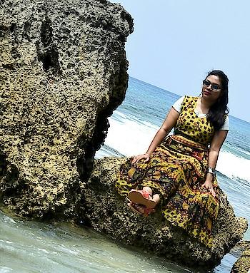 Stop and stare🌼 #fashionblogger #travelblogger #beach #vacation #ootd #seaside #soroposofashion #picoftheday