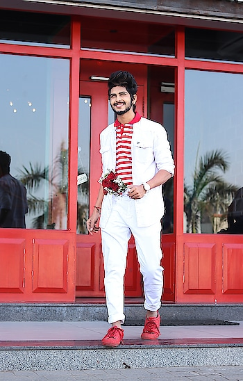 This is my valentine look for 2019  in association with @brandfactoryind , What's your valentine outfit ? . . Outfit from - @brandfactoryind . . Styled by - @thestyledweller . . Shot by - @callisto_studio . . @whatstheword.co . . #thestyledweller  #tsdfam #tsdstyle #wordinfluencer #BrandFactory  #Discounts365Days #mensfashion  #valentinelook #valentine #white #red #fashioninfluencer  #fashionblogger #menswear #casuals #instafashion #ootd #blogger #menscasuals #influencer #suratblogger #suratinfluencer  #indianblogger #indianinfluencer