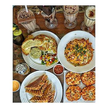 Missing saturday evening with lot's of food and friends. Tumi tar bhetat asata this yumm is imp than you 🙈udya ghari yetana gheun ya nhi tar ghenar nhi ghari 🙈😁😂 . . . #food#foodporn#foodphotography#foodie#foodgasm#foodphotography#foodlover#foodblogger#foodtruck#tags4lyk#love#like#dhare#followme #vogueeats