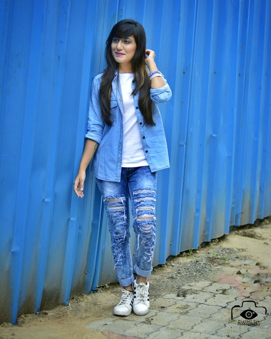 Heya 😉💞 Denim trend is never over !! Got this denim shirt from @bewakoof www.bewakoof.com I always like to carry myself casual, sporty and chic !! Though love their collection Visit www.bewakoof.com and get some casuals for yourself !! 😍 Amazing quality and collection 😉😍 More looks will be sharing soon. Stay tuned stunners 💞  #casuals #white #blue #denim #sporty #smile #instapic #indianblogger #fashionaddict #delhi #fashionaddict #fashion #streetstyle #mumbai #bloggerdiaries #lifestyle #likeforlike #instamood #chic #newpost #india #streetphotography #lovetoall