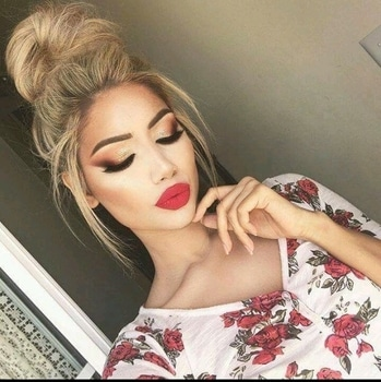 #gorgeousstreetstyle #beautyhacks #perfectlips #eyemakeuplook #hairstyle  #hairbun  #roseslove  #makeupstudio  #makeupaddict  #supercoolgals  #makeuplook #makeupandbeautyblogger #bebeautilious #befashionastic #myfashionicon #beclassy_always