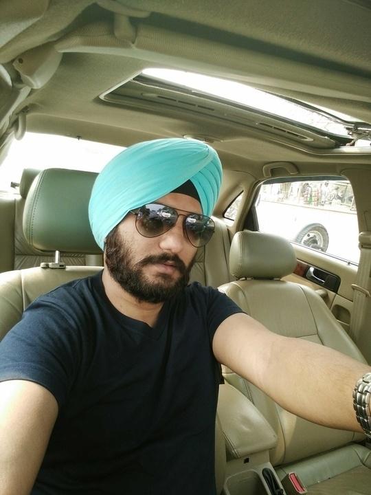 #boldandbearded #rayban #rayban-aviator #aviators #turbanfashion #blueisnewblack #sikh #beardlove