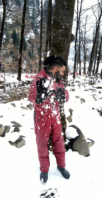 kindness is like snow it beautifies everything it covers. . #manali #solangvalley #himachal #snow #snowfall❄️ #himachalpradesh #himachalpictures #travel #dj #artistsonroposo