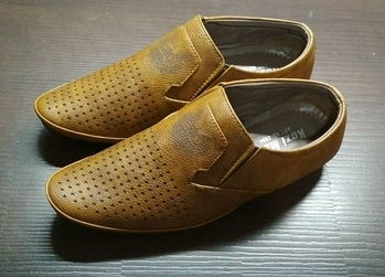 Men Shoes @ 600/- My dad bought this from a local store. The quality is super awesome & the material is really soft. What more can you expect for just Rs.600 ?!?! #menshoes