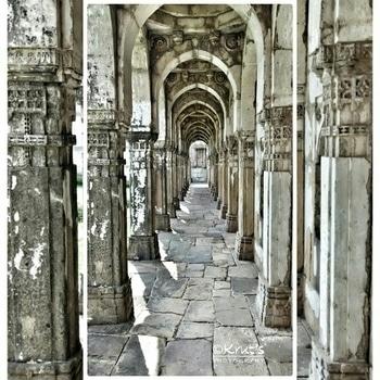#latepost #corridordesign #heritagecorridor #bestoftheday #bestofthebest #designpassage #createexplore #beautifuldestinations #photographersofinstagram #canonphotography #travelgram #canonindia #followmeonroposo