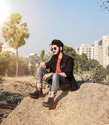 In the vibe of dual coloured Chelsea ! . . Chelsea boots by - @escaroroyale . . #TSDFAMILY  #TSDFAM  #thestyledweller  #black #men #white #summerlook #fashiontrend  #menshair  #menswithstyle #menwithstreetstyle  #denim #jacket #mensfashionreview  #mensfashionpost  #mensstyling #menswear #fashioninfluencer  #fashionblogger  #indianinfluencer  #indianblogger  #contentcreator #surat #india