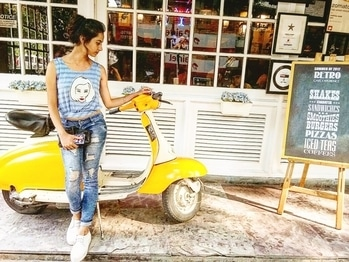 Fake candid 🙈 . . . . . . #yellow #blue #bluetop #poser #blogger #bloggerbabe #fashion #bold-is-beautiful #influencer #photography #roposo #soroposo  #casualwear