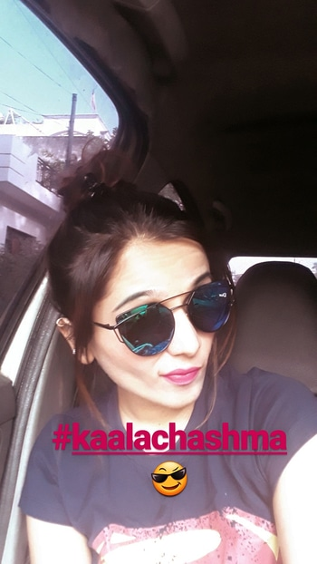 #kalachashma #sunglassesselfie #bluetshirt  #reflectors #style-owes-smile  #nudemakeup #nudelips