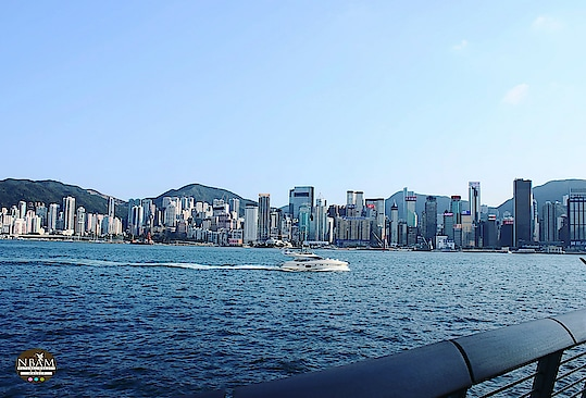 ~Beautiful things don't ask for attention ~ #qotd #picoftheday 📷 #nbamtravels  . . 📸 View of #hongkong  #skyline  #victoriaharbour from the Tsim Sha Tsui promenade 😍😍 . . . . . . . . . .  . . . . #travelblog #travelpic  #travelersnotebook #mountains  #buildings  #sea  #ocean  #bluesky  #boat  #waterfront  #likeforlove  #followformore  #landscapephotography  #travelphotography 📷 #naturalbeautyandmakeup  #travel-diaries #travelgram  #roposotravel #roposoblogger #roposotraveller