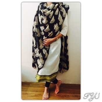 Mudra motif now in black!  #theyarnstory#roposo#dupatta#mudra#motif#summer-style#stylishwear#collection  DM at 7391889086 for orders
