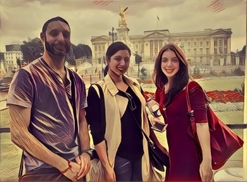 We made it to the palace #buckingampalace #london #prisma. Was so much fun being a tourist in myyy cityyyyyyy!
