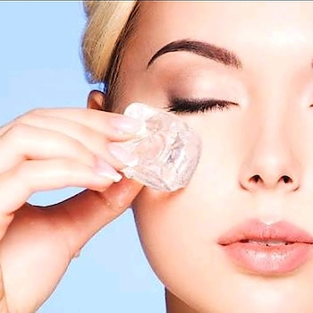 Beauty Tip Of The Day . . Wrap an ice cube in a cloth napkin, hold it under each eye for five minutes, then gently tap the bags under your eyes a few times to break up puffiness. —Jillian Dempsey . . . . . . . . . . . . . . . . . . #beautytips #diyoftheday #diy #icecube #eyecare #indianbeautyblogger #indianbeautyblog #bangalorebeautyblog #bangalorebeautyblogger #mumbaibeautyblog #mumbaibeautyblogger #eyes #tipsforskin #tipoftheday #puffiness #eyepuffiness #ice #beautyblogger #indianreviewblogger #indianblogger #beautycare #bangaloreblogger #mumbaiblogger