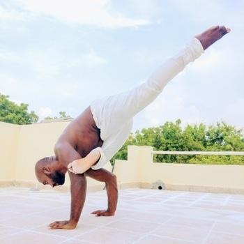 Eka Pada Galavasana or flying pigeon pose  . . . this pose is a blend of hip opening and core strength  . . . ____________________________________ #yoga #yogainspiration #yogachallenge #yogaposes #yogaeveryday #yogalover #fitness #fridaymotivation #fridayfitness