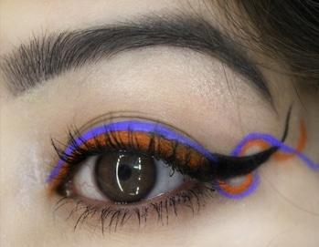 Let's swirl and dance.  .  .  #eyes #eyelashes #eyemakeup #swirleyeliner #swirl #eyemakeuplover #eyemakeuptutorial #eyemakeuptrends #eyeshadow #eotd #makeuplover #makeupartist #makeup #makeupfun #eyeliner #coloredliquidliner #coloredeyeliner #roposo #roposostyle
