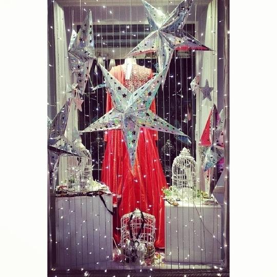 #Christmasfeels at #StudioNityaBajaj  #stars #lights and #red 😍 #christmas is here @labelnityabajaj  Visit us at 37A shahpurjat, ground floor, New Delhi  #vm #windowdisplay #NityaBajaj #studonityabajaj #beststore #store #xmas #birdcages #labenityabajaj