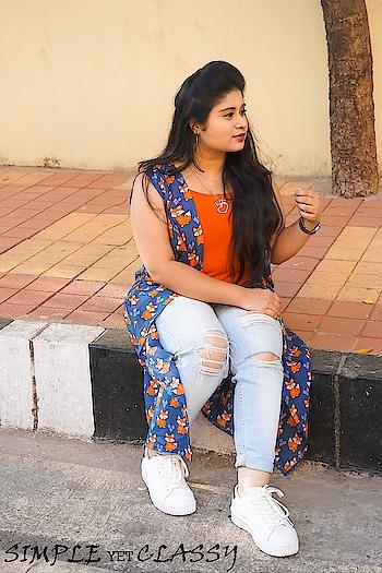 May your heart and closet be full😀😋 . . . . . . #layeringjewellery#silverjewellery #silverchain #simpleyetclassy#hyderabadblogger #hyderabadfashionbloggers #ropsofashion#pictureoftheday #fashionista #fashionaddict #blueshrug #catprint #lovejewellery #tornjeans #fashionlover #indianoutfit #longshrug #rippeddenim #redoutfit #indianblogger #western #casualoutfit #hyderabadii #roposolove #galleri5influenstar #fashioninfluencer #plixxobypopxo #plixxocampusambassador #popxodaily
