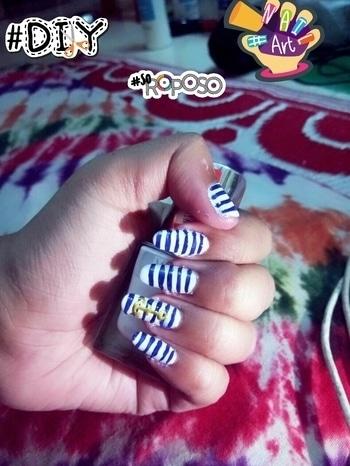 DIY anchor and stripes nail art #nailart #diy #soroposo