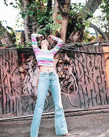 Posing//praying//setting hair Who knows 🤔 . . . @forever21 @forever21_in  . . . #fashionoftheday #ootd #outfitoftheday #colors #summer2018 #flaredjeans #croptop #photooftheday #post #postoftheday #forever21 #aashimalamba #thebasicrebel