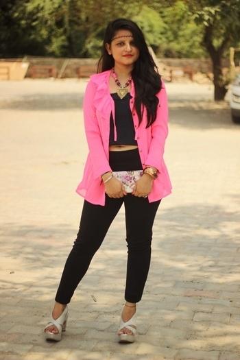 Wearing this pretty pink shirt with cool black choker as head chain 💯✔ #shwetasingh #thatprettyshade #fashionblogger #delhiblogger #popxonetwork #igers #streetstyle #followforfollow #like4like #popxonetwork #kushagranirulaphotography #streetstyle #style_withme #styledotme #roposolove #wooplristas #ootdmagazine #cosmopolitan