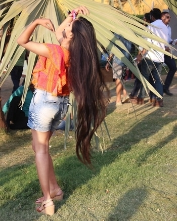 Love is in the hair 😍😝 #rapunzel #longhair #straighthair #love #lonnghairdontcare #longhairs #hair #hairlove #brownstraighthair #love #instahair #instalike #longstraighthair #naturalhair #nature #wanderlust #roposolove