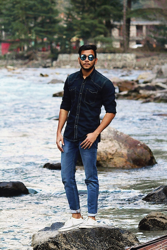 #men-looks  #menswear  #jeanslove  #shoestyle  #roposofashionblogger  #soroposofashion  #indiafashionblogger  #delhifashion  #fashion  #styling  #summer-style  #black #denim #denimshirt #whiteshoes #reflectors #kasol