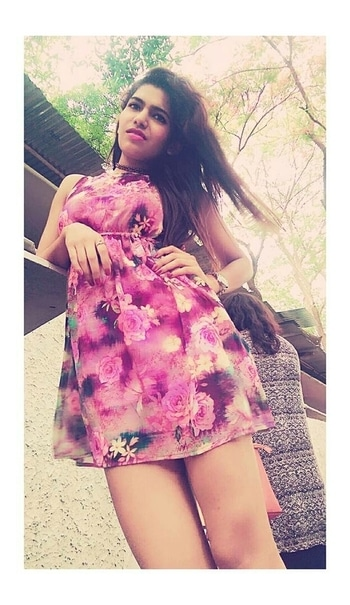 All the summer vibes in one pic...  #roposo #roposogal #roposoblogger #roposolive #roposome #fashion #dress #shortdress #floral #pink #floralprint #summer #summer-style