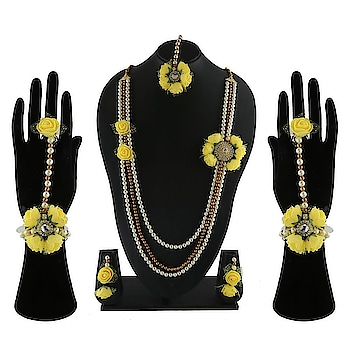 Shop from our latest collection of artificial flower Jewellery which are woven with high quality beads and wonderful flowers. To Order this product Whatsapp us on: +91 8888893938 or else click on the above link: shorturl.at/kwxMR #flowerjewellery #flowerjewelleryforhaldi #flowerjewelleryfordohalejevan#flowerjewelleryforbride #bridalflowerjewellery #flowersetforbride #bridaljewellery #floraljewellery#fashionjewellery #flowerjewelleryforwomen #motinecklaceset#floraljewelleryforhaldi #dohalejevanflowerjewellery #babyshowerjewellery#jewelleryforbabyshower #artificialflowerjewellery #jewellery