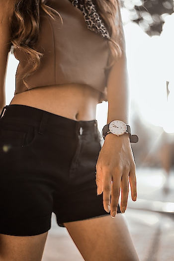 Welcome thelatest addition to the DW Classic Family! This timepiece is mynewgo to accessory for an everyday look or a night out! Suits both my mood☺Avail Exclusive 15% discount with my code __ to get yours!#danielwellington #dwnewclassics