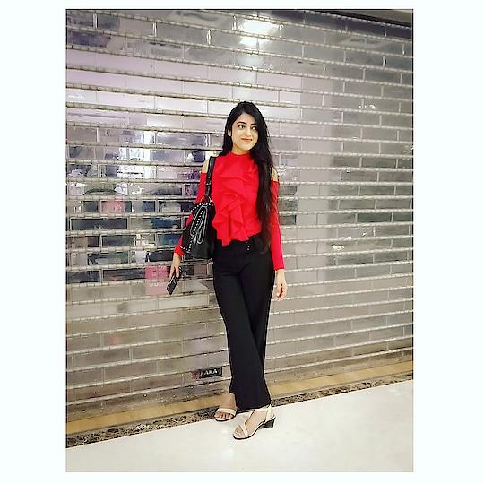 Red and Black always looks modern 👑 . . . . . . . #BabesOfSBL #mastandharbour #amazon #lifestyle #reliance #fashionblogger #blog #stylediaries #indianfashionsquad #thespeakingportrait #OOTD #fashionstyle #fashionblogging #blogger #bloggerlife #styleblogger #lookbook #fashiontrend #roposo #roposobabe #POPxoDaily #bloggersofindia #SDMDaily #WFB #ThisIsNewLook #TheFashionistasDiary #myntrafashion