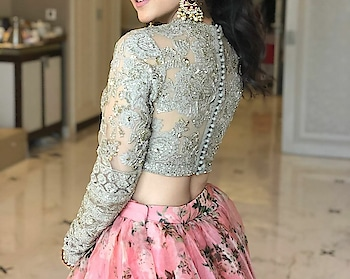 #bold-is-beautiful #roposo-style #roposofashionista #lookgoodfeelgood #wow #captured #fashionquotient