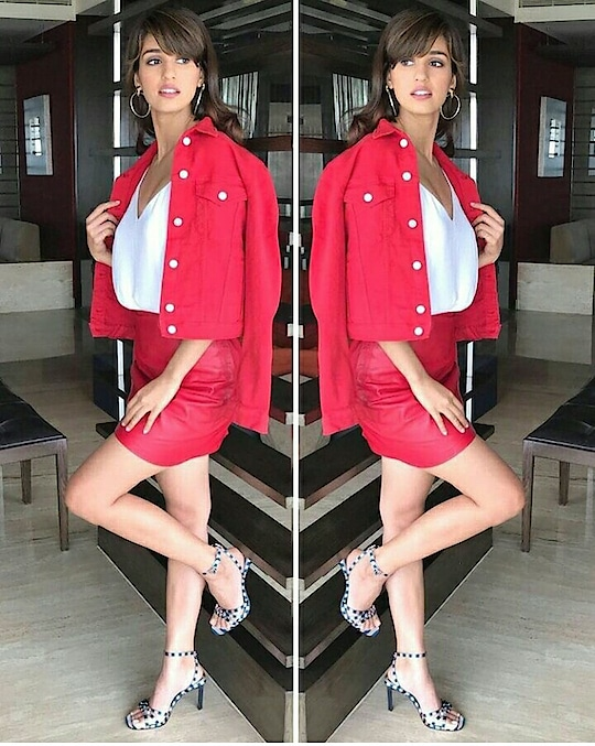 When In Doubt Wear Red - #DishaPatani #bollywood #bollywoodstyle #fashion #fashionlover #Indianfashionblogger #tashiara #tashiarafashionblogger #tashiarafam