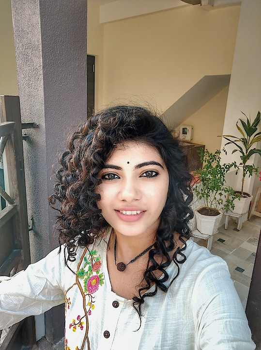 Thank you so much guys for showing so much love for this look. I have shot few video clips doing this curls. I will compile a video and share it on IGTV may be.  Many of you are asking about the products used for this.  Products used 1) @havells__india chopstick curler 2) Berina mousse for strong hold 3)@livonserum  #beautyfitnessfunda #chopstickcurler #chopstickcurlers #maggiehair #curledhair #longcurlyhair #straighttocurly #hairstyleideas #vadodarablogger #vadodara #ahmedabadblogger #newvideoalert #newlook #bblogger #beautygram #indianbeautyblogger #instavideo