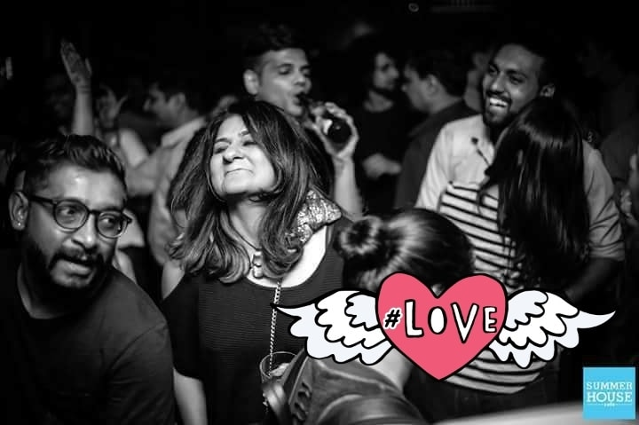 lost in the music.. dancing like no one's watching.. moments 🎵😍 #roposogal #loveyourself