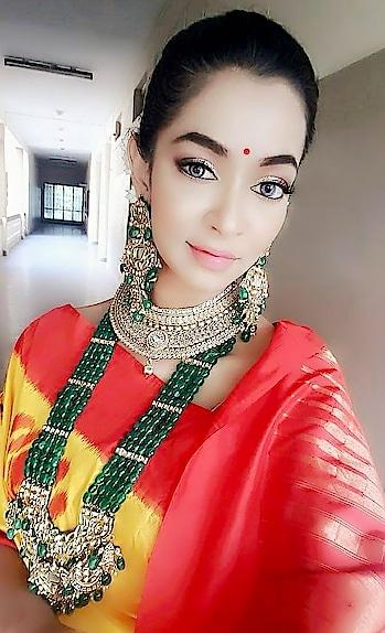 Makeup for Rashmi Thakur for magazine shoot.  Makeup n hair done by me  #makeupartist #bridalmakeup #professionalmakeupartistinHyderabag #muainHyderabad #Hairstyle # #makupartistinhyderbad #telugubridal #weddingmakeupartist  #bridalmakeupinHyderabad #events #southindianbridal #bestmakeup # makeupartistinhyderabad #mac #BlushonBride # #southindianbridal # #Hyderabadbridal #Hyderabad #Visakapatnamvizag #vijayawada #pune #Bangalore #mumbai #mask