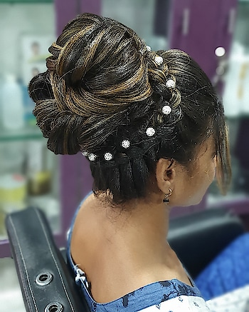 life isn't PERFECT but your HAIR can be Hair:@dimple_panjwani2315  one stop solution to all the bridal needs  for further inquiry or booking  contact:8855085000/02512706666 #hair #hairstyle #instahair #hairstyles #haircolor #haircolour #haircolor #hairdye #hairdo #hairoftheday #hairideas #haircut #longhairdontcare #braid #fashion #instafashion #straighthair #longhair #style #straight #curly #black #brown #blonde #brunette #braidideas #perfectcurls #hairfashion #hairofinstagram #coolhair