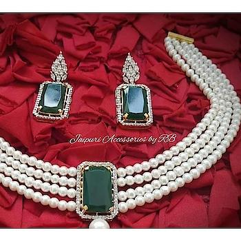 Cause queens never wear anything ordinary 💞  Dm for bookings  #weddingchooda #pearls #pearlsjewelry #kundanschoker #choker #pearlchoker #pakistanijewellery #_jaipuri_jewels #ontario #california #mathapatti #preety #goldplated #jadau #bridesessentials #grabsoon #sardaari #highendfashion #celebrity #delhi #mumbai #regal #rajputi #hyderabad #shrilanka #uk #usa #canadianbrides #california #ontario