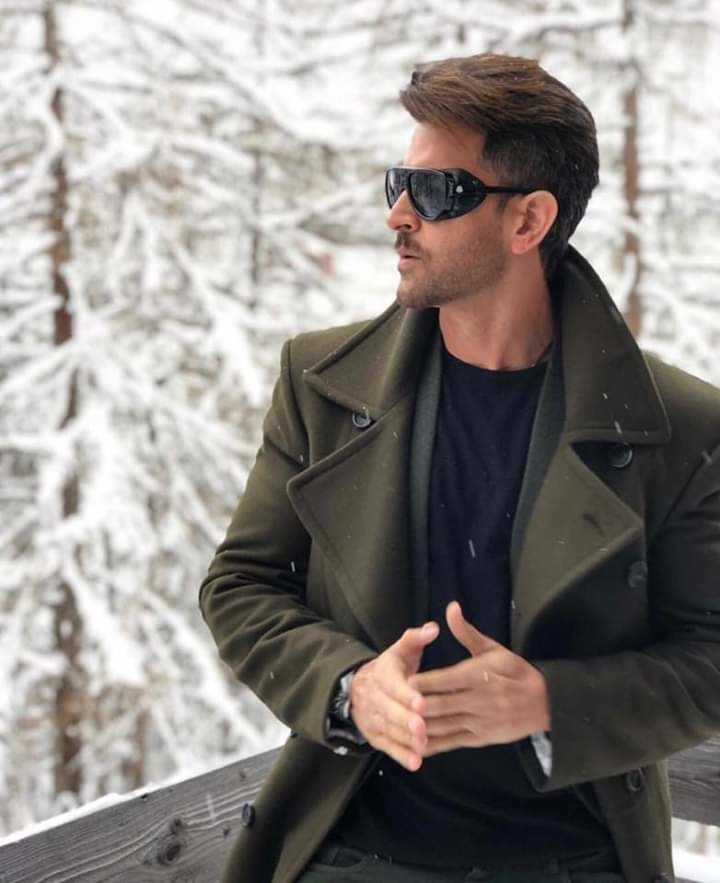 Well,  no one can look that hot in a chilling weather other than Hrithik Roshan and we are loving the way he layers himself with warm colors over the basics, truly one of the sexiest man of B-Town!   #Bollywood #page3 #page3reporter  #hero #actor #bollywoodactor  #styleicon #hritikroshan #sexiestman #hrithikroshan  . #weirdfacts #alwayscurious #whattodo #itactuallymakessense