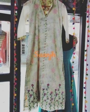 #saanjh  #saanjhcollection  #summerwear  #summercollections  #handembroidery  #threadembroidery  #reshamwork  #cottonsuit  #print-o-mania #collection2017    #lessismore  #cutemotifs #floral  #kurti  #freshfashion  #fresharrivals  #indianfashionstore  #indianfashion  #delhifashion  #details  #designerstudio  #simpleyetelegant  #loveisintheair  #beautifulyou