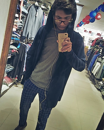 #mirrorselfie #shoppingtime #rockypaulfans #beard-model #fashionforecast2017 #bollywoodmovie