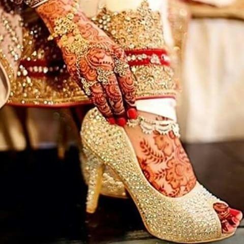#beautifulbride #lovelyfootwears #weddingshoes #candidshots #memorieslastforever #ur #bigday #ur #ddayspecial  #wedding #imageconsultant #multitalented  #roposotalenthunt